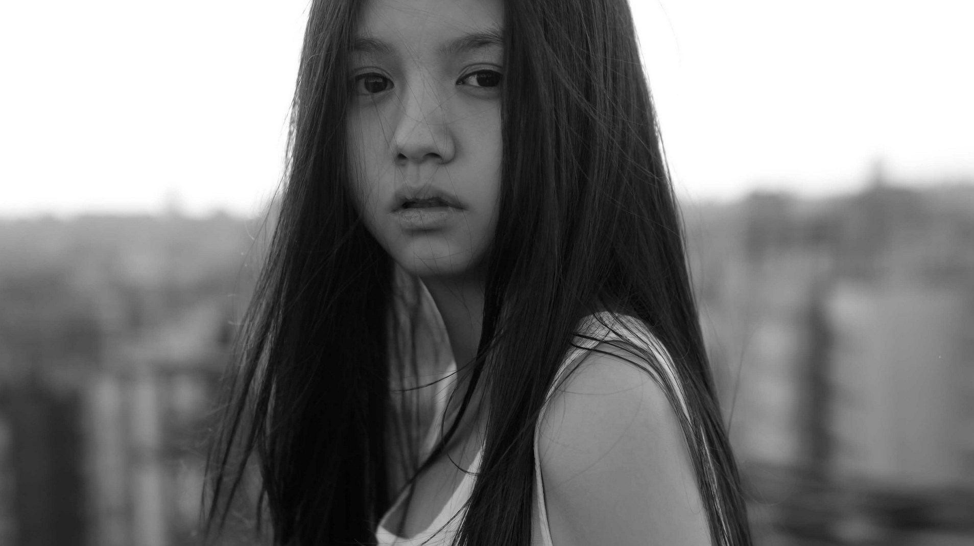 look-sad-beautifyl-girl-asian-girl-city-background-1063323994-e1562507590214.jpg